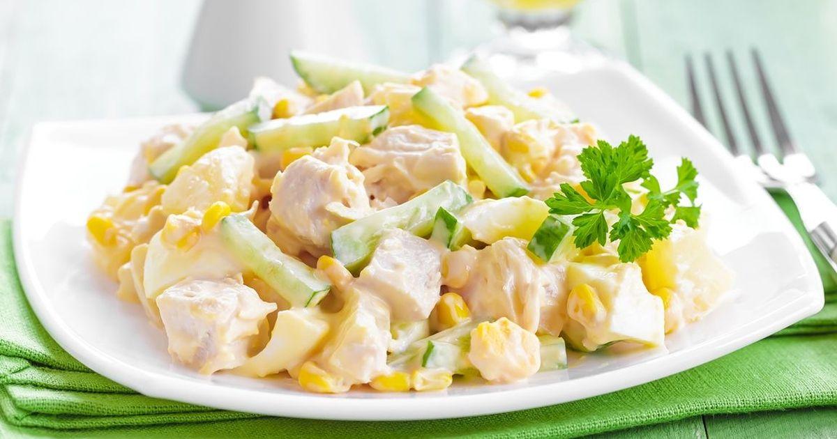 Фото Вкуснейший салат с курицей и ананасом