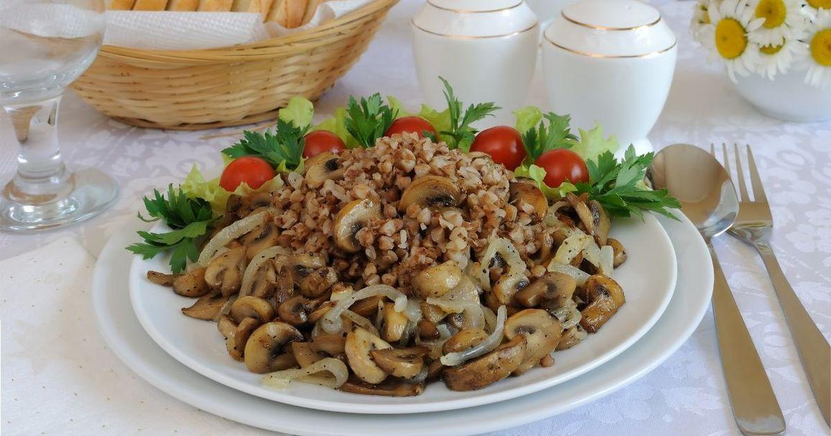 Фото Вкуснейшая гречневая каша с грибами
