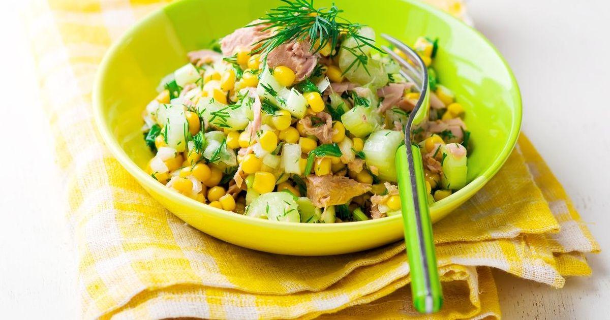 Фото Быстрый салат с тунцом и кукурузой