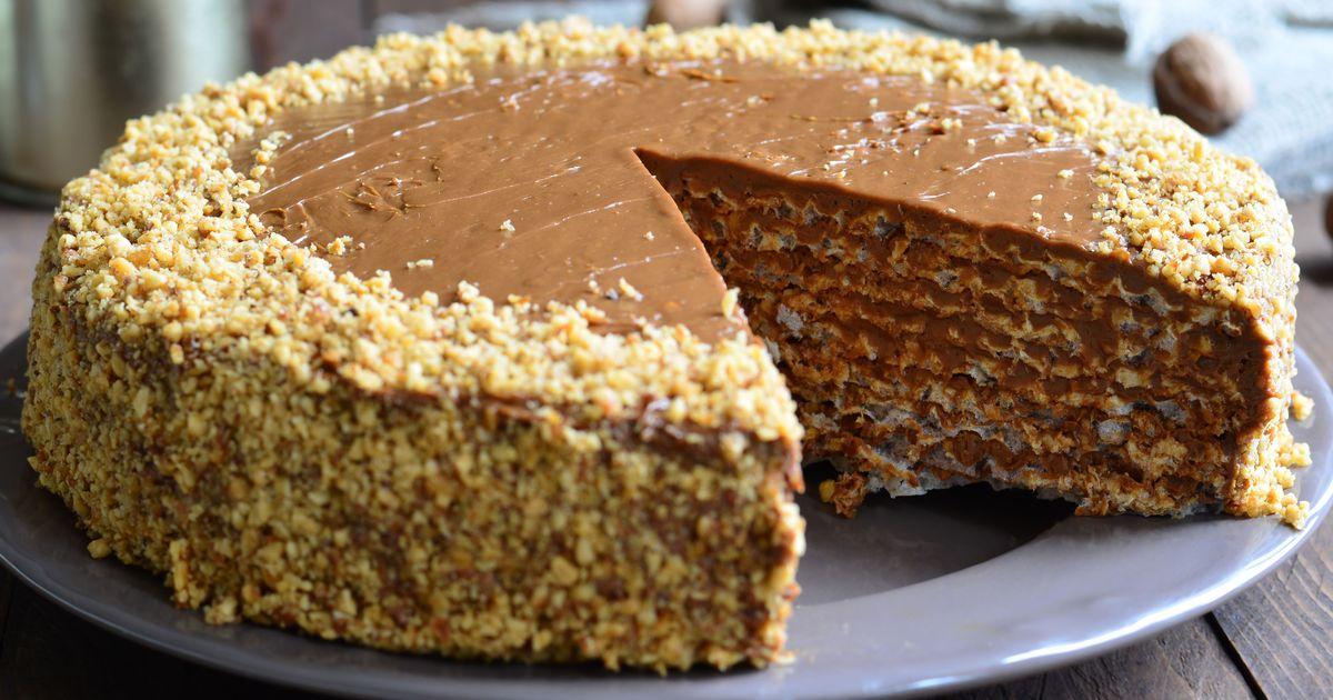 Фото Вафельный торт со сгущенкой и грецкими орехами