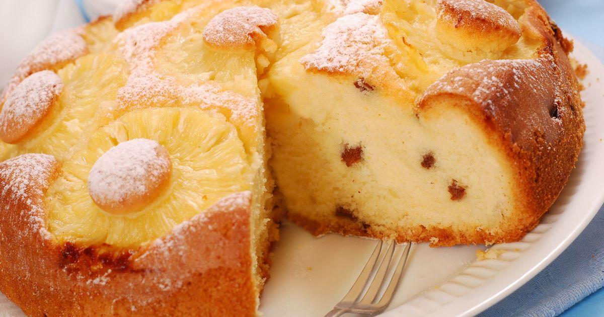 Фото Ананасовый пирог с изюмом