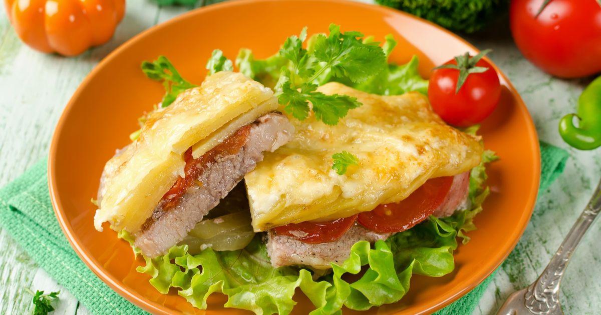 Фото Мясо по-французски с картофелем