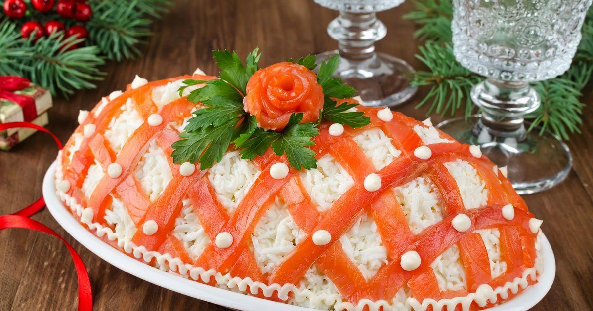 """Фото Праздничный салат """"Принцесса"""" с лососем"""
