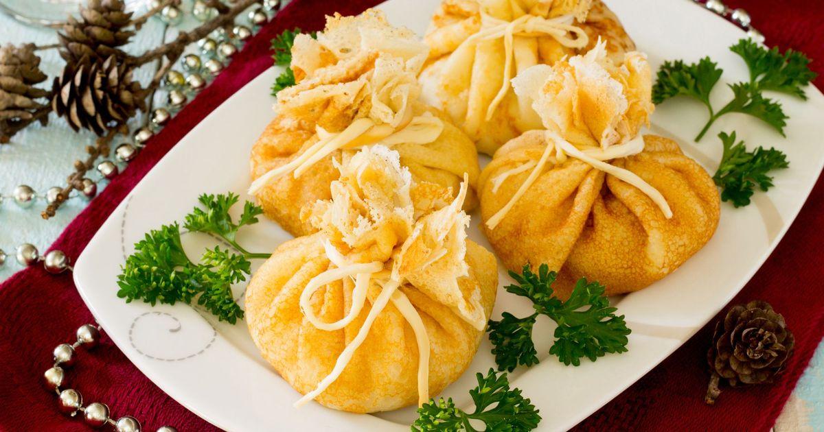 Фото Блинные мешочки с курицей и сыром
