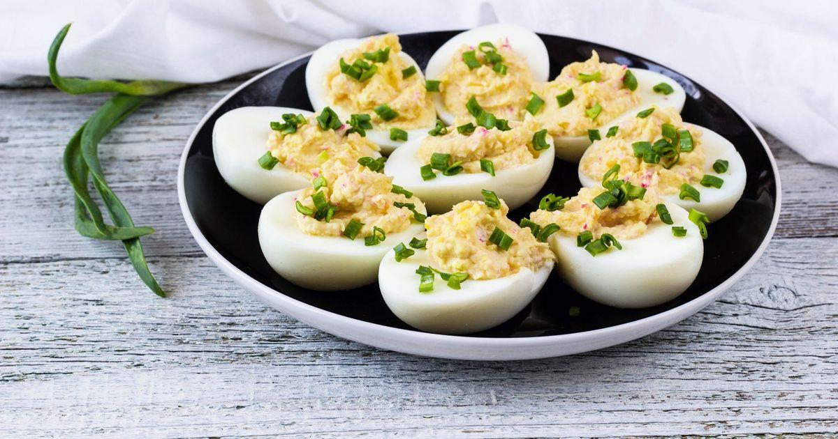 Фото Яйца фаршированные крабовыми палочками