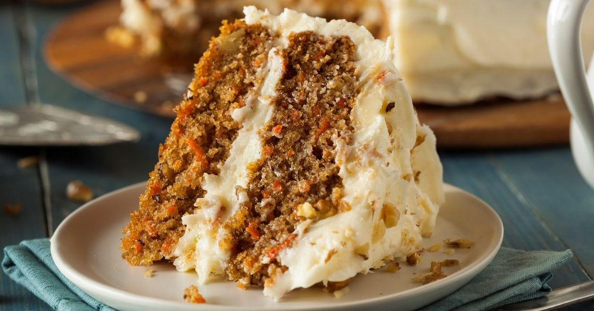 Фото Праздничный морковный торт с грецкими орехами и корицей