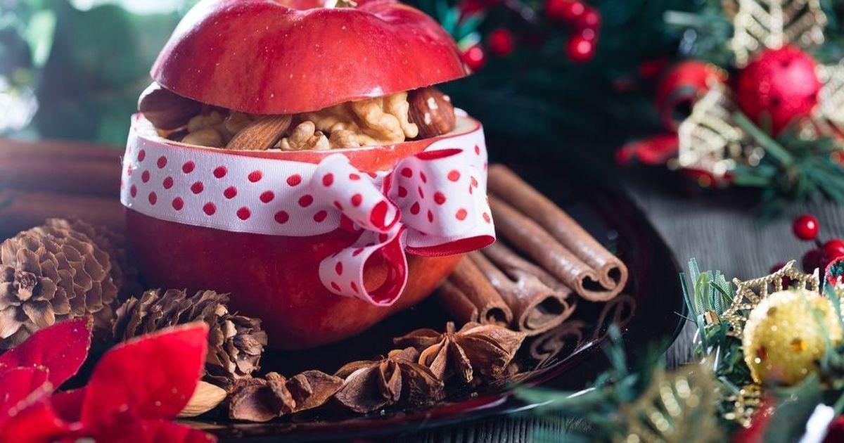 Фото Запеченные яблоки с изюмом, орехами и медом