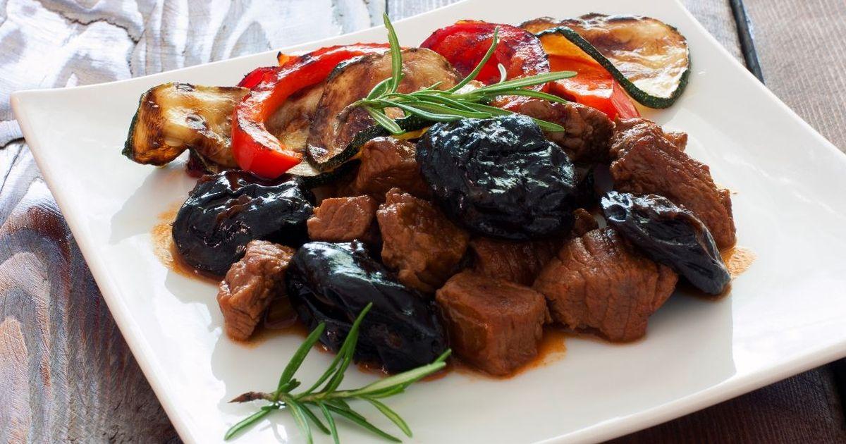 Фото Аппетитное мясо с черносливом