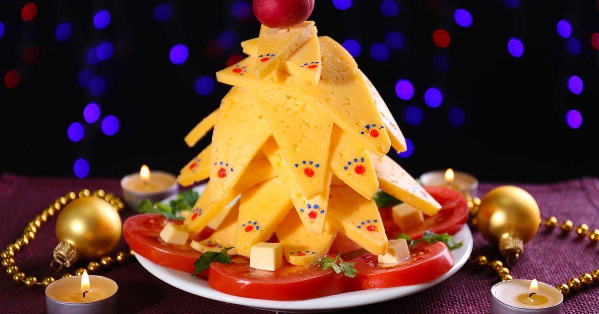 Фото Рождественская ёлка из сыра