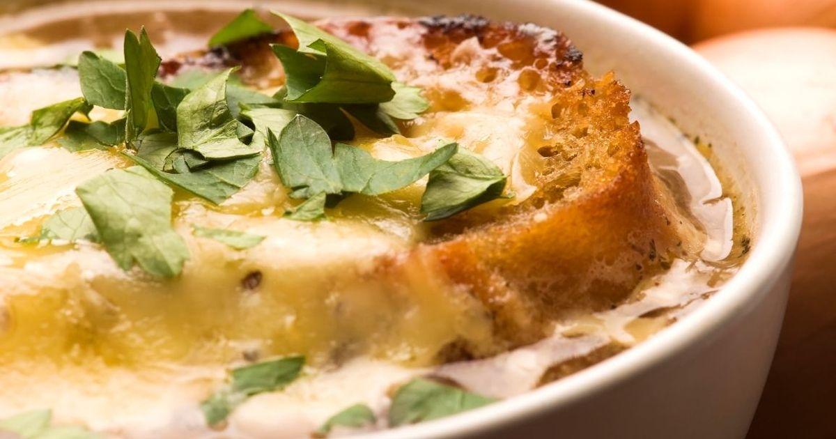 Фото Французский луковый суп по-домашнему