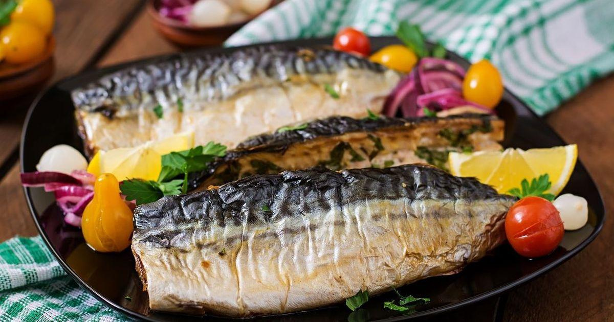Фото Вкуснейшая запеченная скумбрия с орехово-сырной начинкой