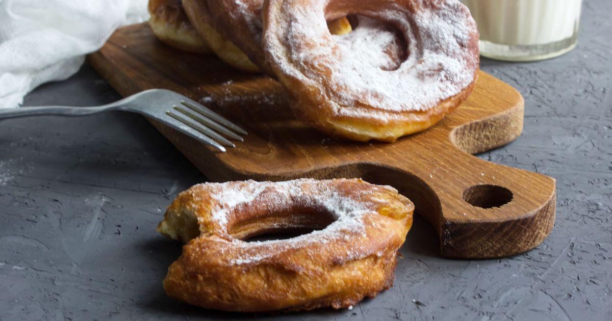 Фото Пышные пончики с сахарной пудрой