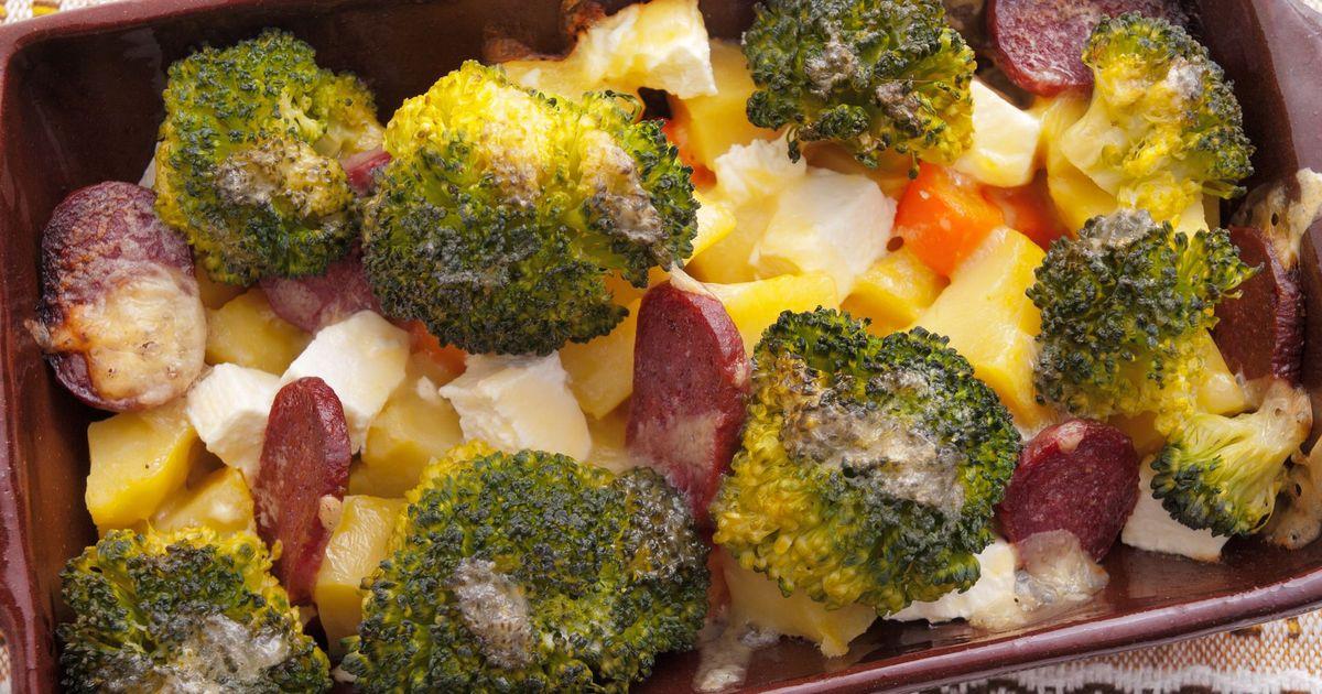 Фото Запеканка с брокколи и картофеля