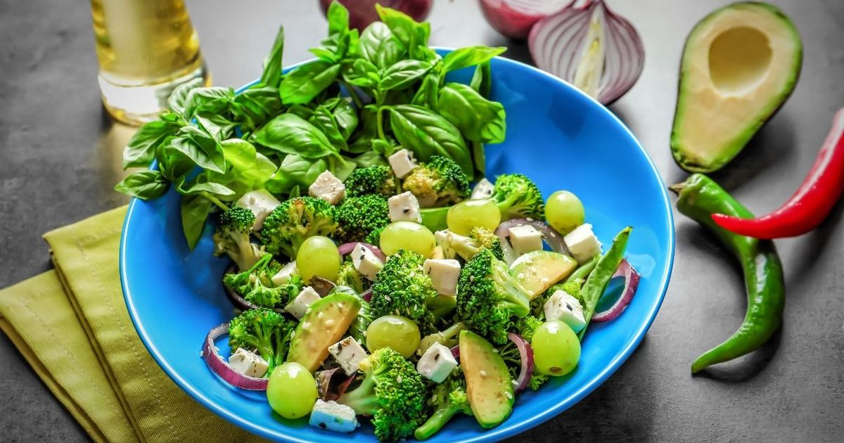 Фото Полезный салат из брокколи с кунжутом