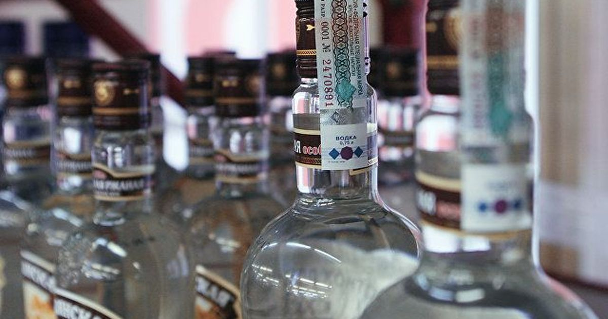 Фото В России поднимут налог на табак и алкоголь, не трогая акцизы. Как это вышло?