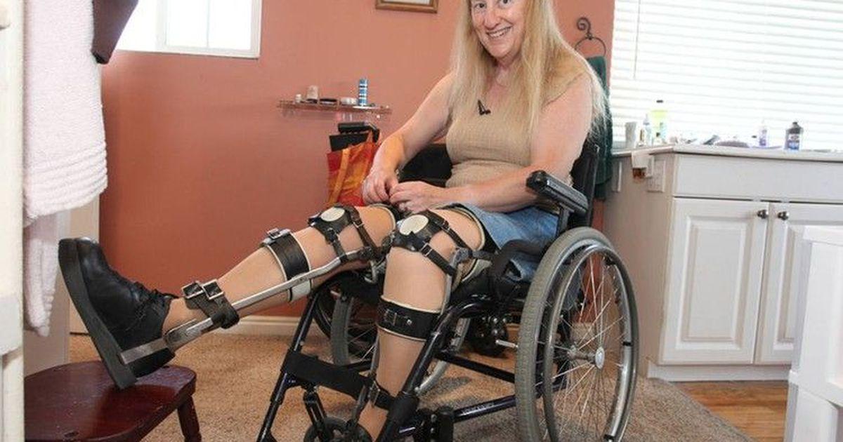 Фото Британка с детства мечтает быть прикованной к инвалидному креслу
