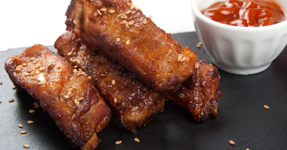 Фото Запеченные свиные ребрышки с кунжутом