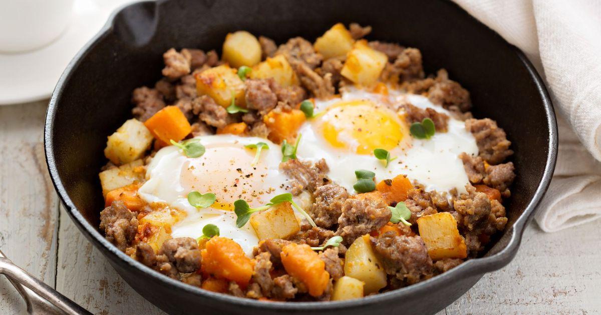 Фото Жареный картофель с индейкой и яйцами