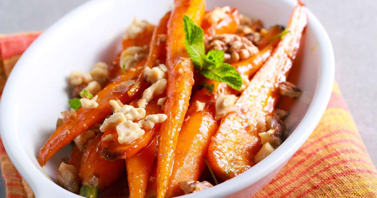 Фото Глазированная морковь с грецкими орехами