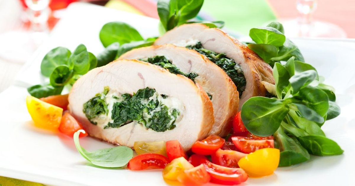 Фото Аппетитные куриные кармашки со шпинатом и чесноком