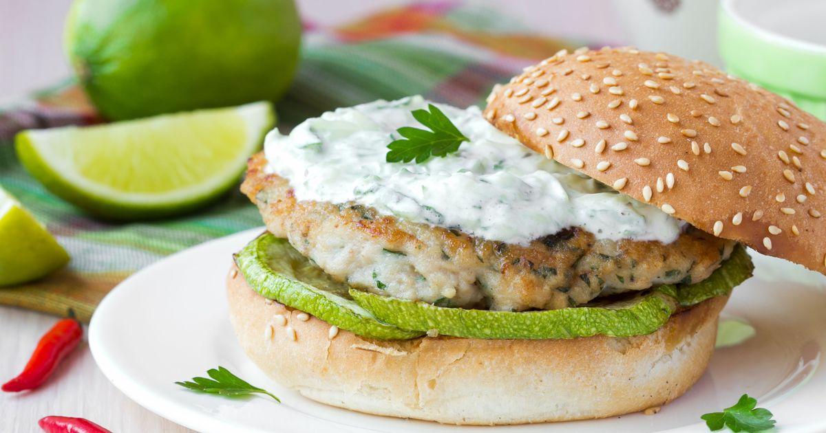 Фото Домашний куриный бургер со сметанным соусом
