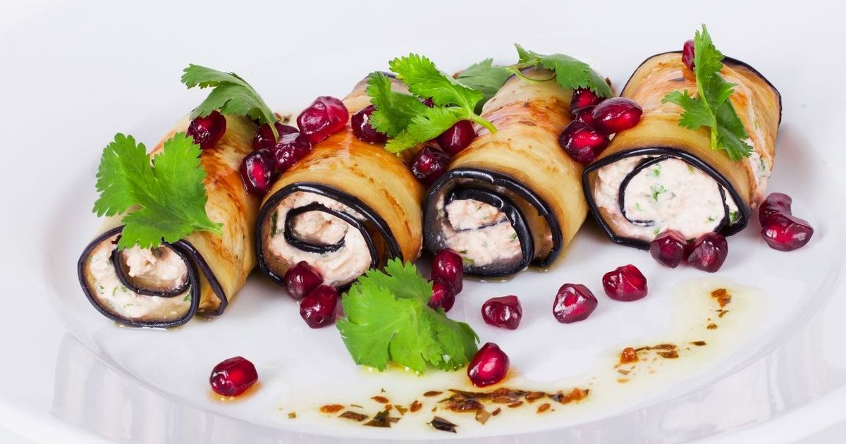 Фото Аппетитные рулетики из баклажанов с сырной начинкой