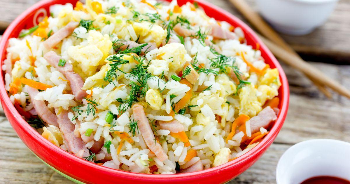 Фото Жареный рис с ветчиной и яйцами по-тайски