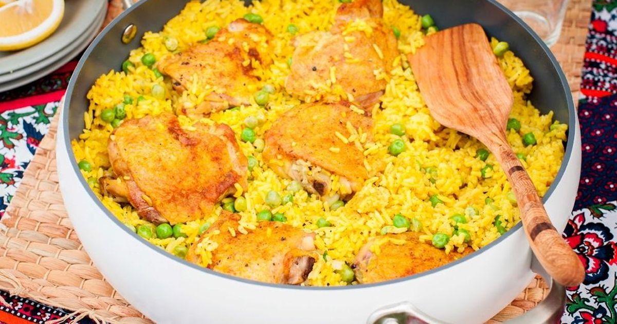 Фото Курица карри с рисом и зелёным горошком