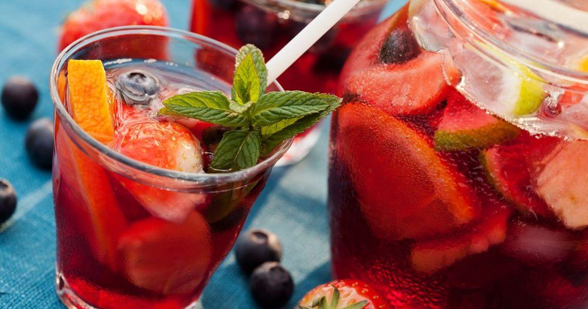 Фото Клубничная сангрия – для летней вечеринки!
