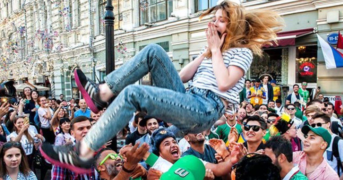 Фото «Мужики прям на г**но изошли». Россиянки о романах с иностранцами на ЧМ