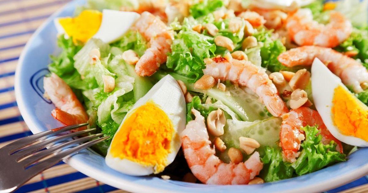 Фото Праздничный салат с королевскими креветками