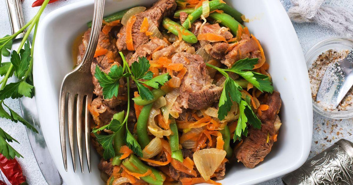Фото Говядина с морковью и стручковой фасолью в пряном соусе