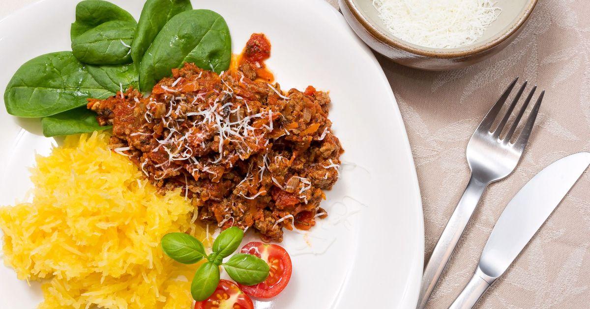 Фото Спагетти сквош с томатным соусом по-итальянски