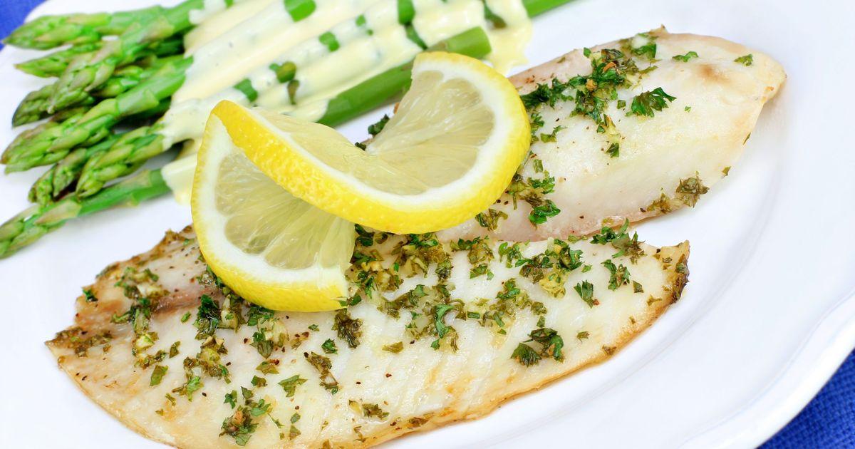 Фото Филе белой рыбы с лимонно-чесночным соусом