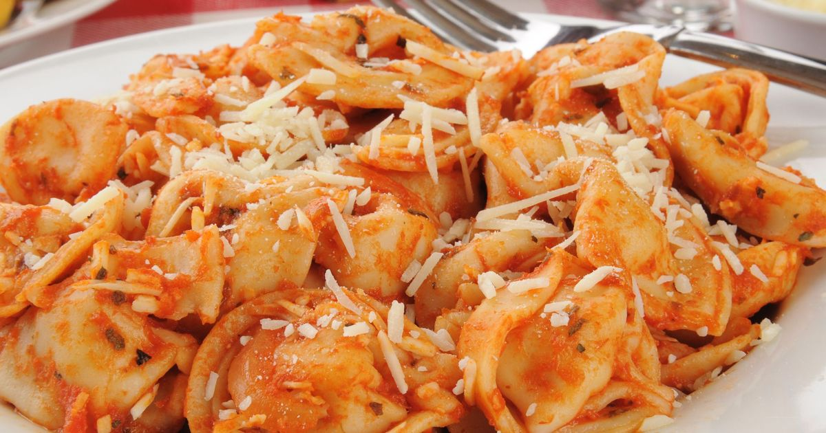 Фото Тортеллини в томатном соусе