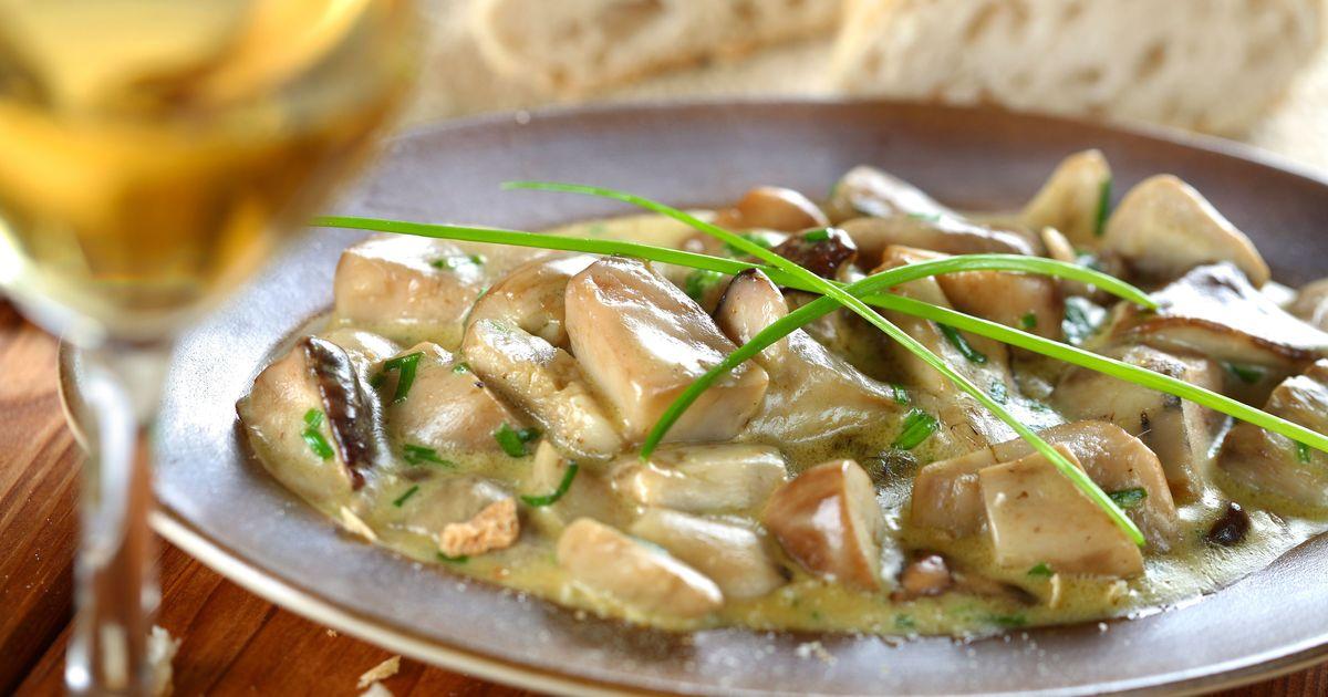 Фото Белые грибы, тушеные в винном соусе