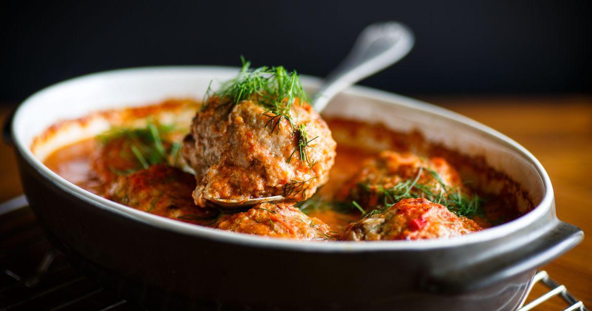 Фото Котлеты в томатном соусе в духовке