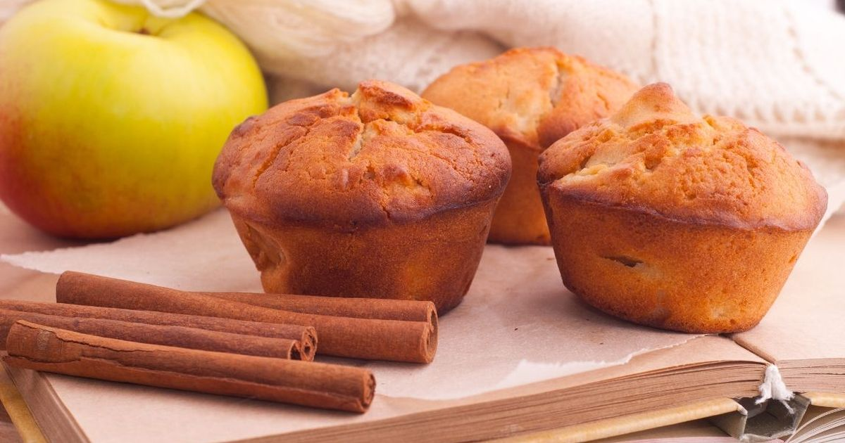 Фото Ароматные кексы с яблоками и корицей