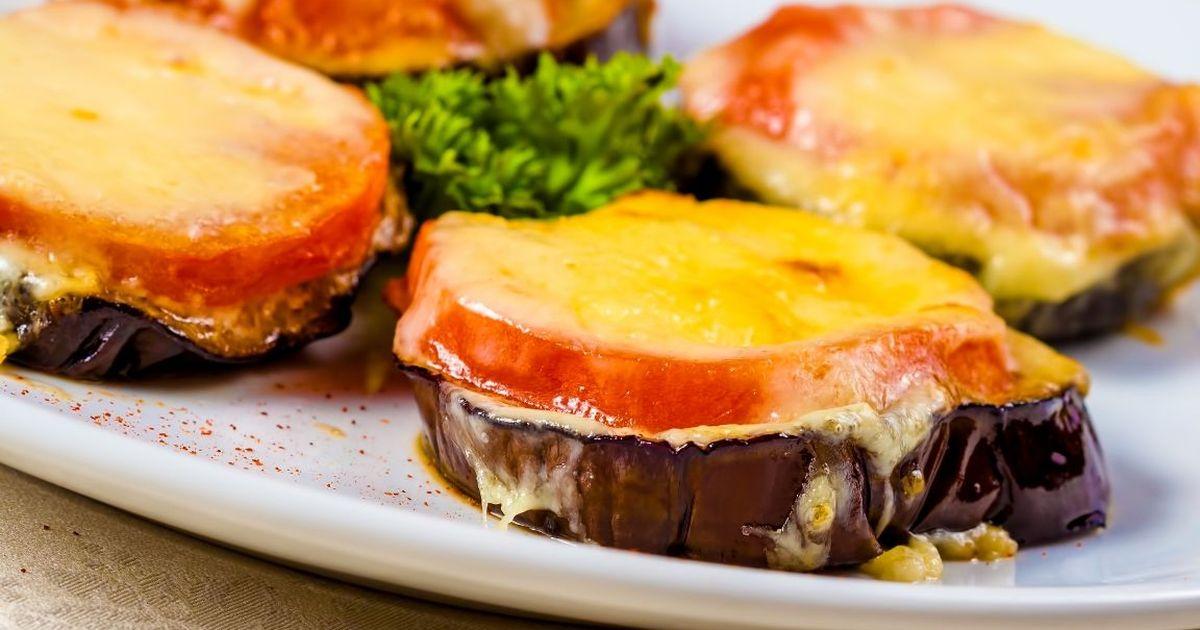 Фото Вкуснейшие баклажаны, запеченные с помидорами и сыром
