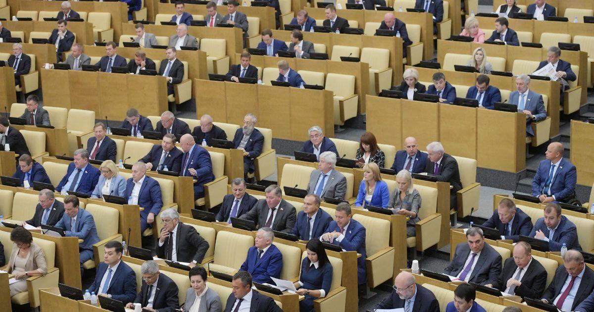 Фото «Я на одну пенсию не проживу». Депутаты не захотели отказываться от надбавки