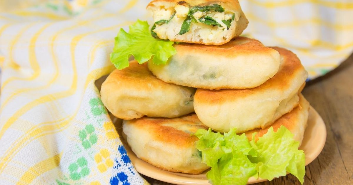 Фото Вкуснейшие жареные пирожки с зеленым луком и яйцом