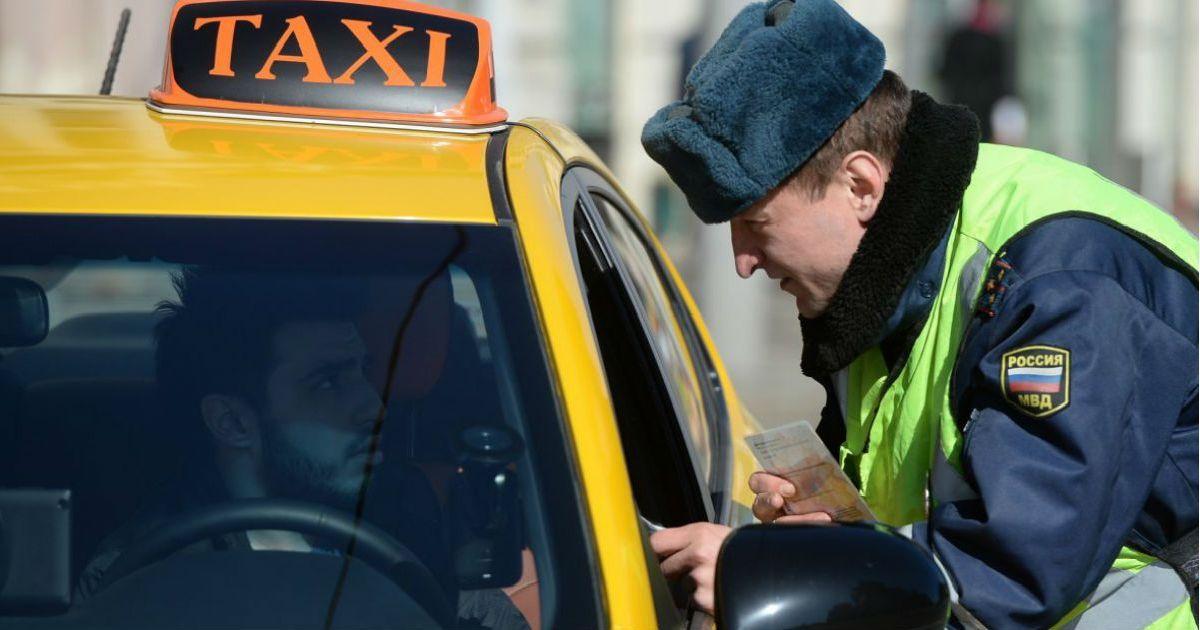 Фото «Наши люди в булочную на такси не ездят». Дума принимает закон о такси
