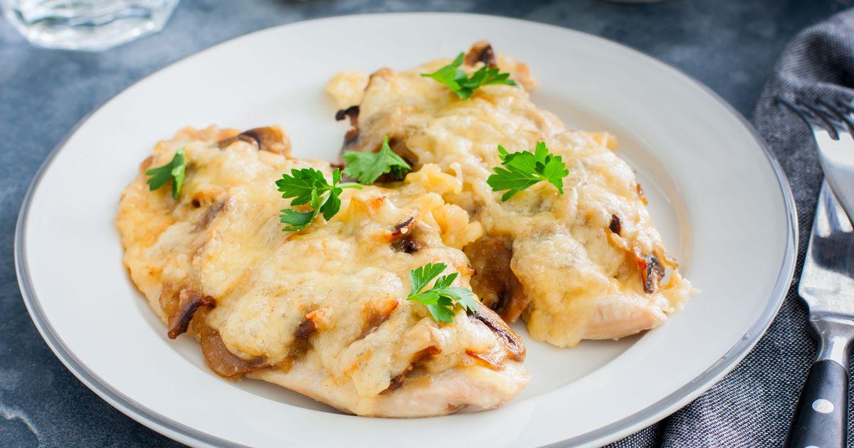Фото Куриные отбивные с грибами и сыром в духовке