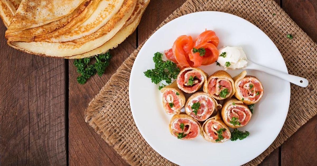 Фото Аппетитные рулетики из блинов с лососем