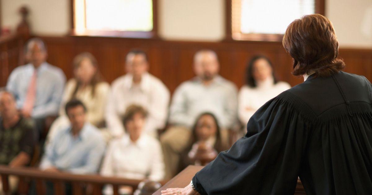 Фото Суд идет: чем занимаются присяжные в российский судах