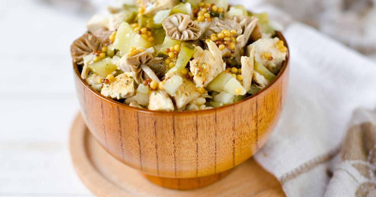 Фото Картофельный салат с маринованными грибами и огурцами