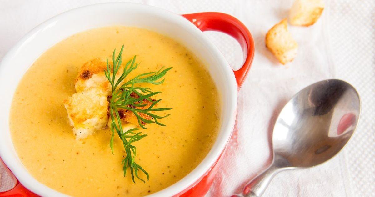 Фото Аппетитный суп-пюре из чечевицы с сухариками