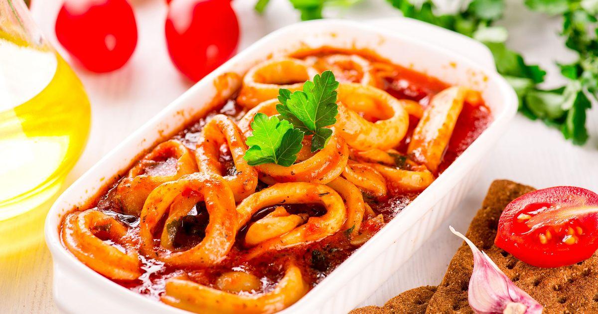 Фото Кальмары в остром томатном соусе