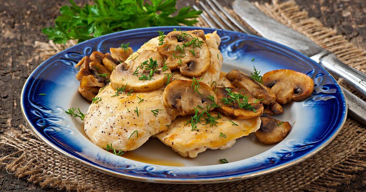 Фото Запеченное куриное филе с грибами