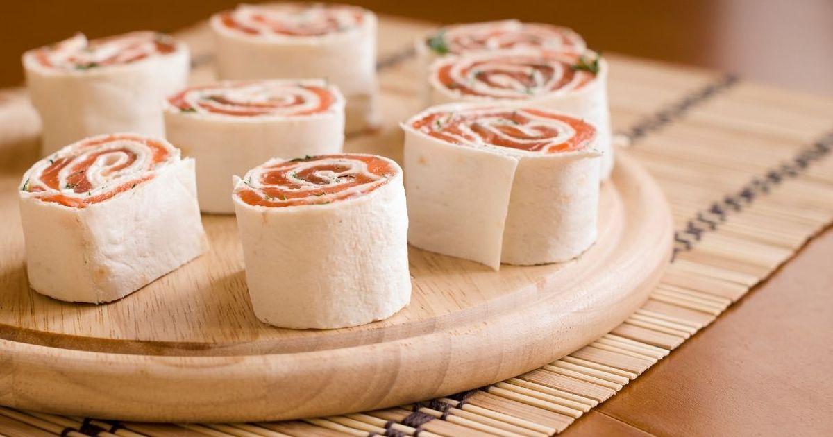 Фото Закусочные рулетики с сёмгой и сыром